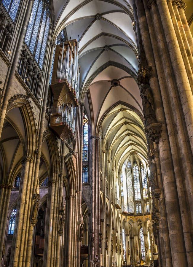 Интерьер собора Кёльна стоковые фотографии rf