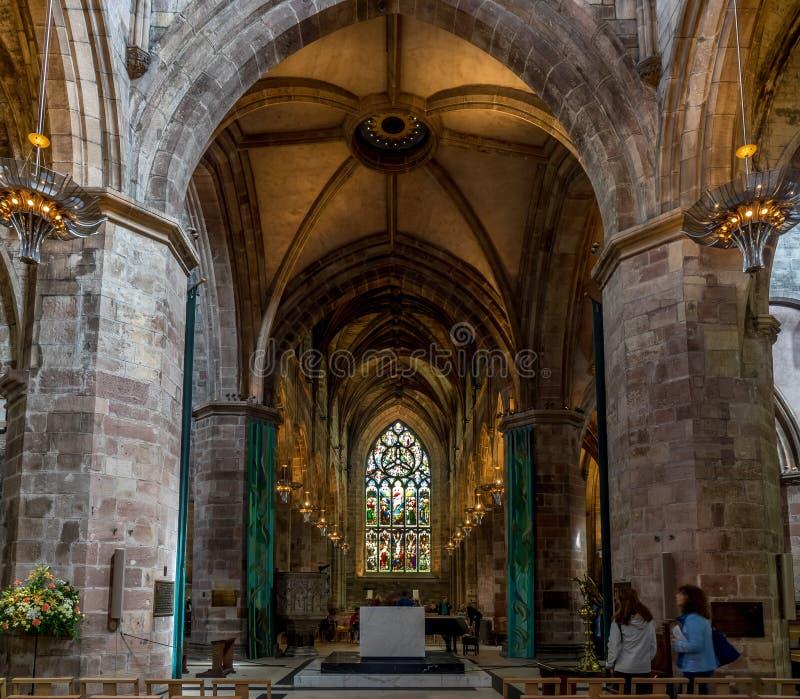 Интерьер собора St Giles в старом городке стоковое фото