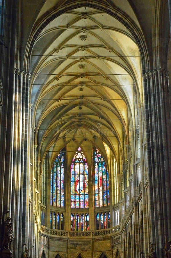 Интерьер 1 - собор St Vitus Праги, чехия стоковая фотография rf