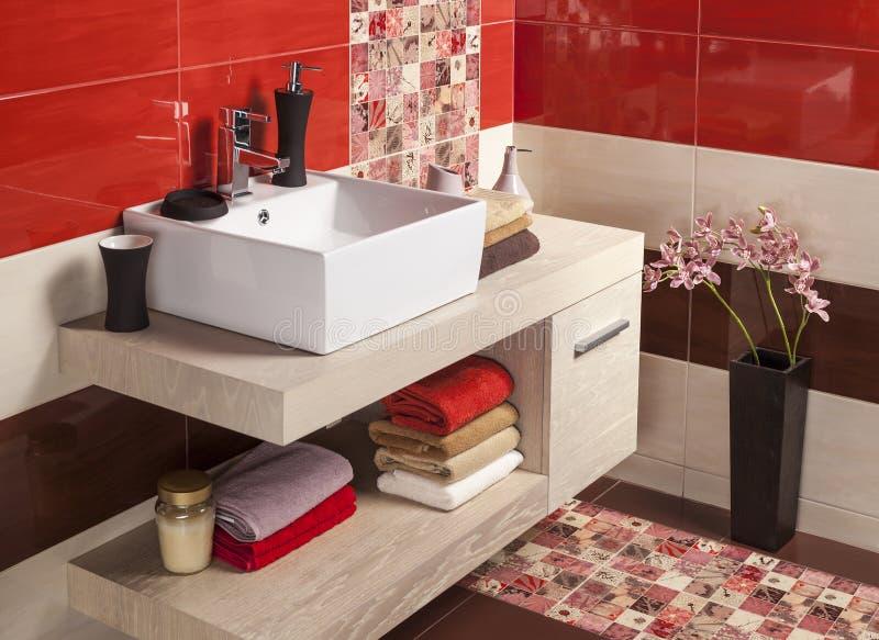 Интерьер современной ванной комнаты стоковое изображение rf