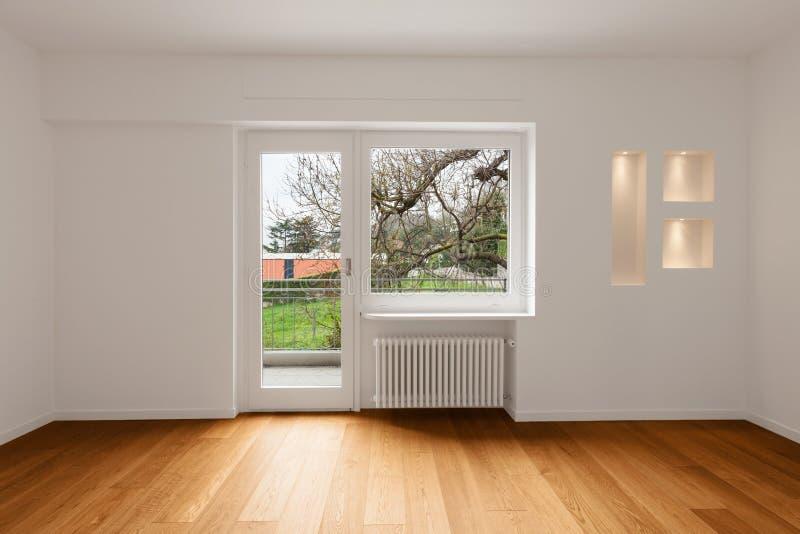 Интерьер современной квартиры, пустой комнаты стоковые фото