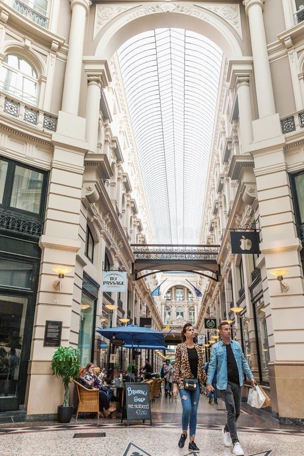 Интерьер торгового центра прохода в Гааге стоковое изображение