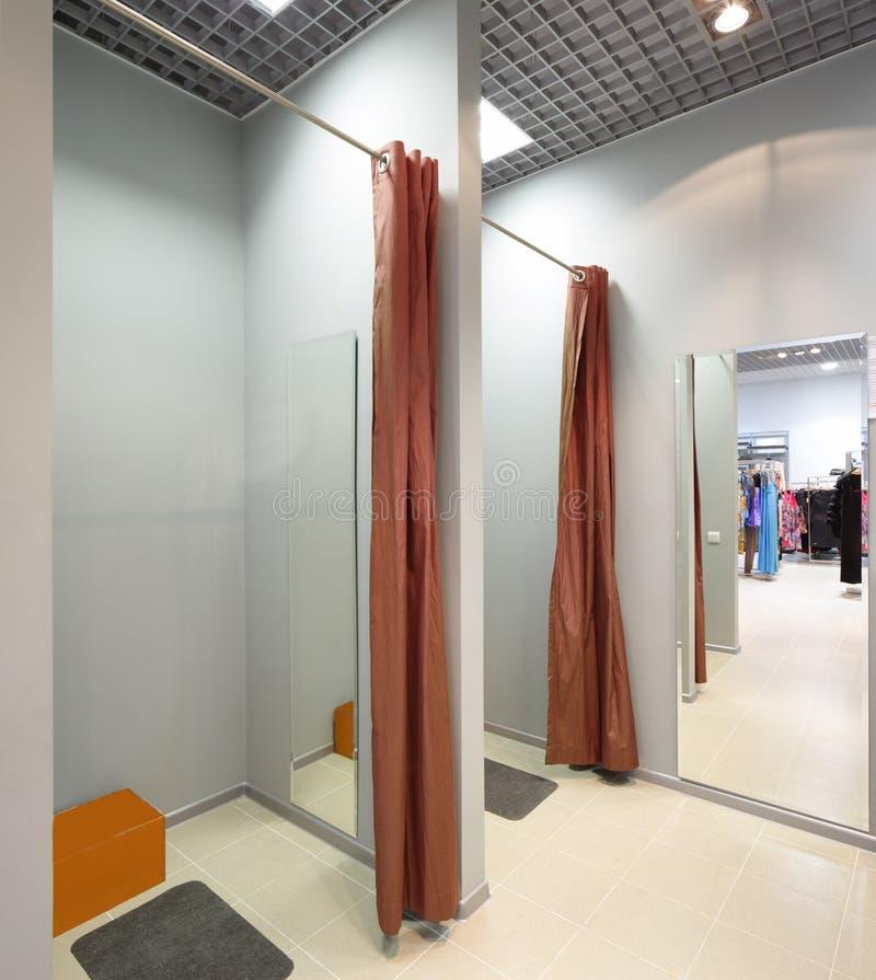 Download Интерьер уборной на магазине ткани Стоковое Изображение - изображение насчитывающей украшение, современно: 40575109