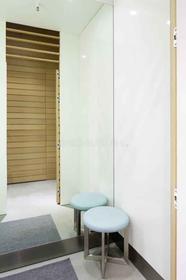 Download Интерьер уборной на магазине ткани Стоковое Фото - изображение насчитывающей затаврить, backhoe: 40575208