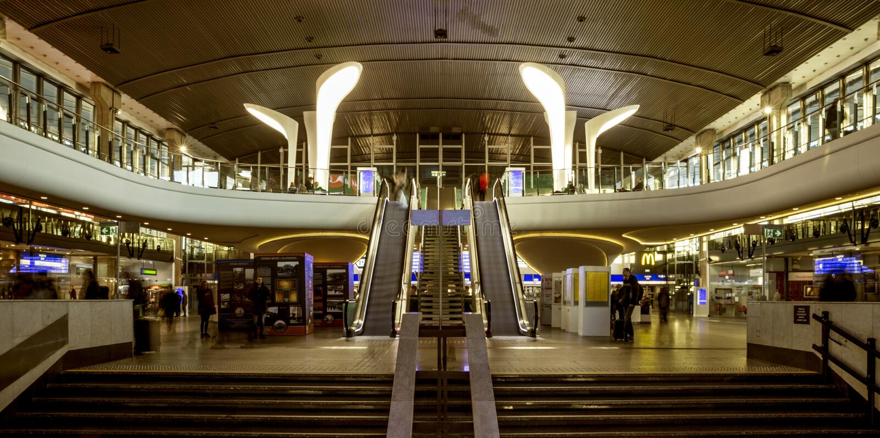 Интерьер центрального вокзала в Варшаве, Польше стоковое изображение