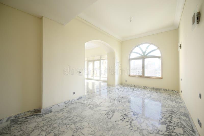 Download Интерьер яркой пустой комнаты Стоковое Изображение - изображение насчитывающей ново, внутрь: 40575331