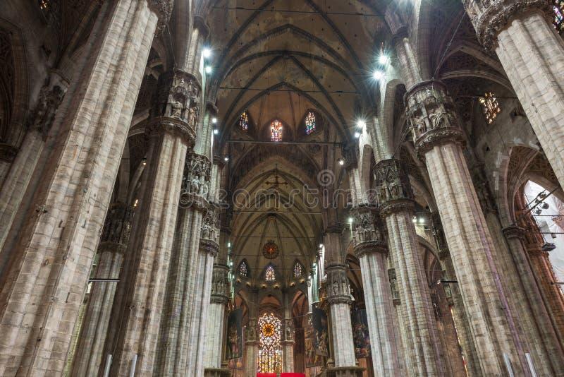 Интерьер Duomo (собора) в милане стоковая фотография rf
