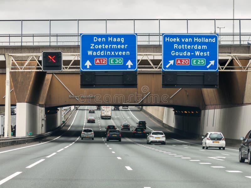 Информационные панели мост-водовода и трассы скоростного шоссе, Нидерланды стоковые фотографии rf
