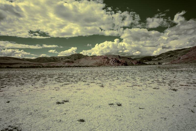 Инфракрасный неба горы пустыни степи стоковое фото