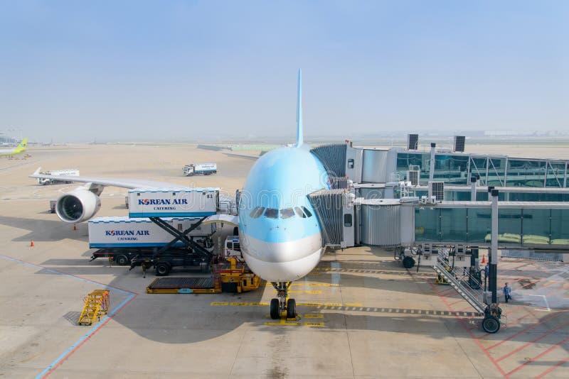 ИНЧХОН, КОРЕЯ - 29-ОЕ ИЮЛЯ 2013: Самолет Korean Air стоковые фото
