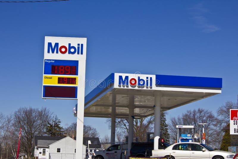 Индианаполис - март 2016: Положение i газа розницы ExxonMobil стоковая фотография