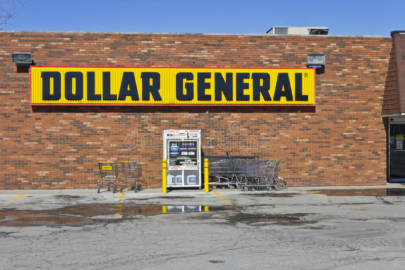 Индианаполис - март 2016: Положение i доллара общее розничное стоковое фото