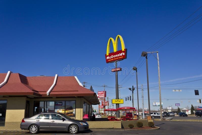 Индианаполис - март 2016: Положение II ресторана McDonald стоковое изображение rf