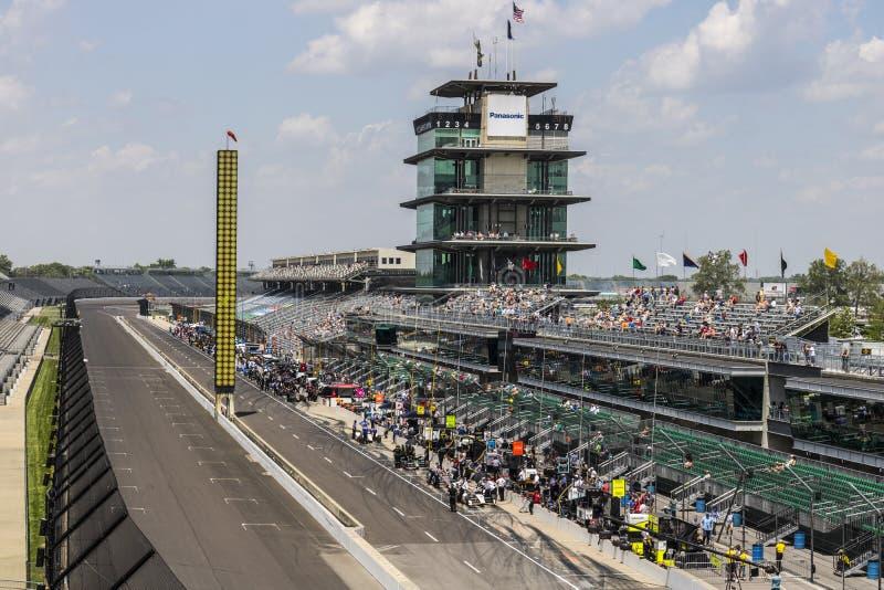 Индианаполис - около май 2017: Пагода Panasonic на скоростной дороге мотора Индианаполиса IMS подготавливает для Indy 500 IV стоковая фотография rf