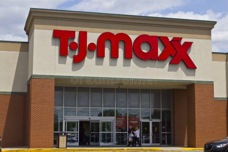 Индианаполис - около май 2016: T J Положение магазина розничной торговли i Maxx стоковые фотографии rf