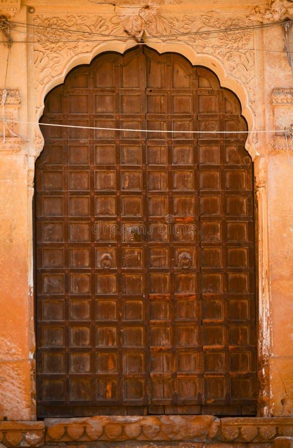 Индийская дверь jharokha окна форта стоковая фотография