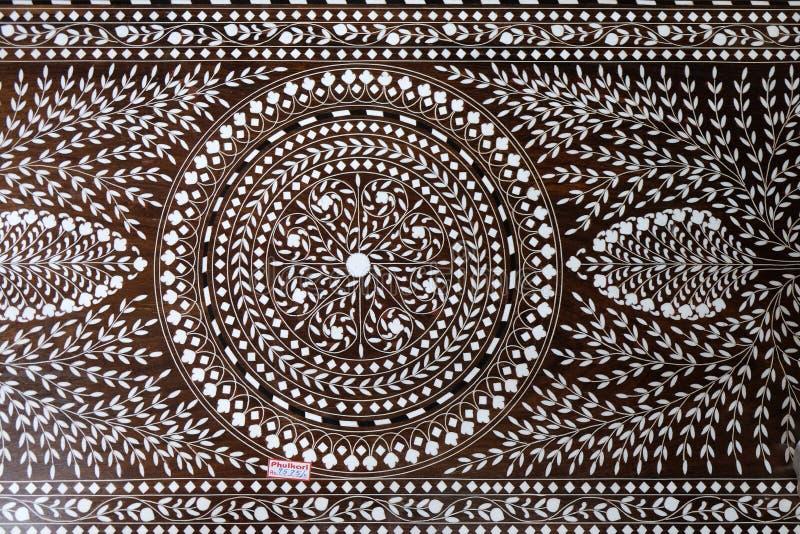 Индийская панель marquetry с циркуляром и цветочный узор, часть таблицы стоковое изображение rf