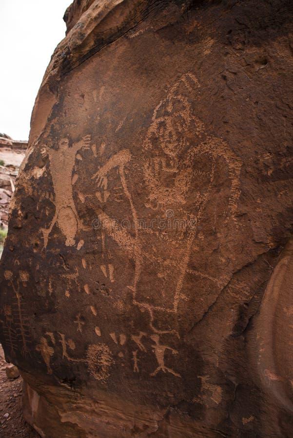 Индийские петроглифы на утесе родов стоковое изображение rf