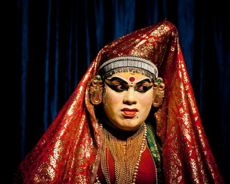 Индийский актер выполняя драму танца Kathakali tradititional стоковые фотографии rf