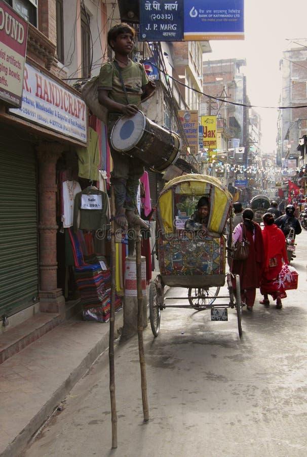 Индийский театр улицы ребенка стоковая фотография