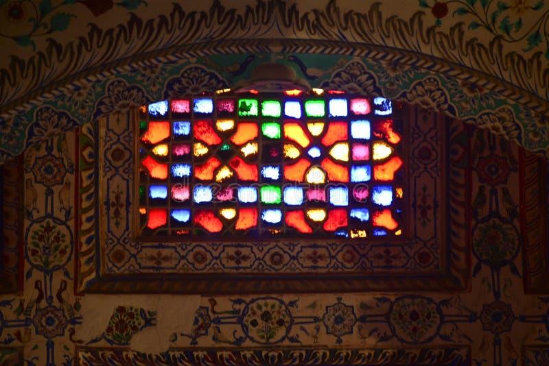 Индийский цвет цветного стекла окна форта стоковое изображение rf