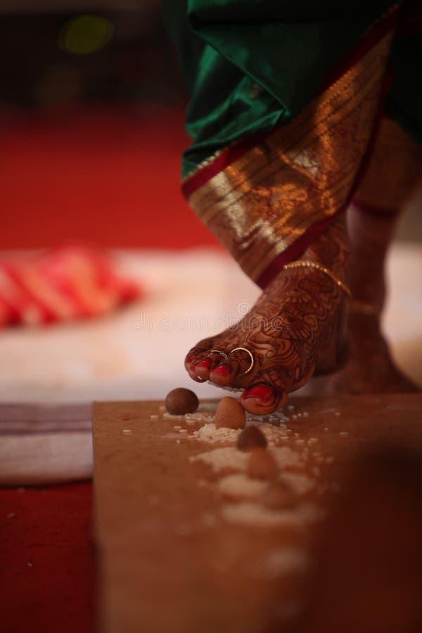Индийский шаг свадьбы стоковое изображение rf