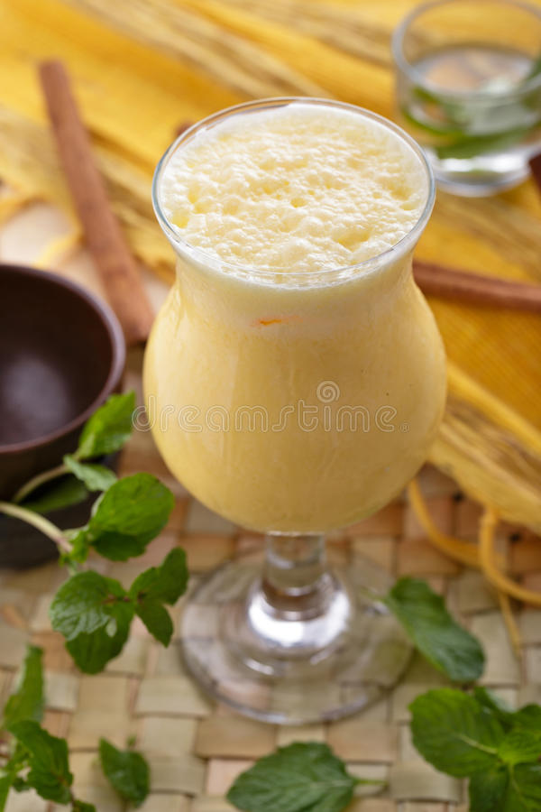Индийское lassi манго стоковое изображение rf