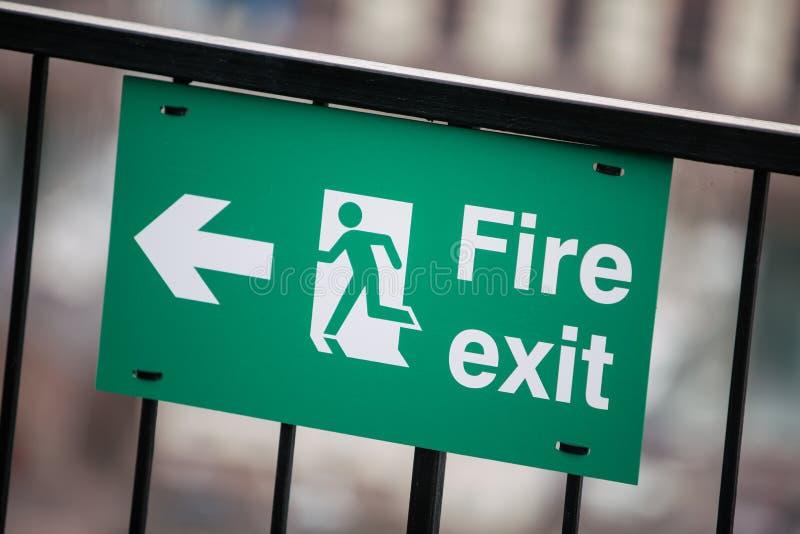 Индикатор пожарного выхода стоковая фотография rf