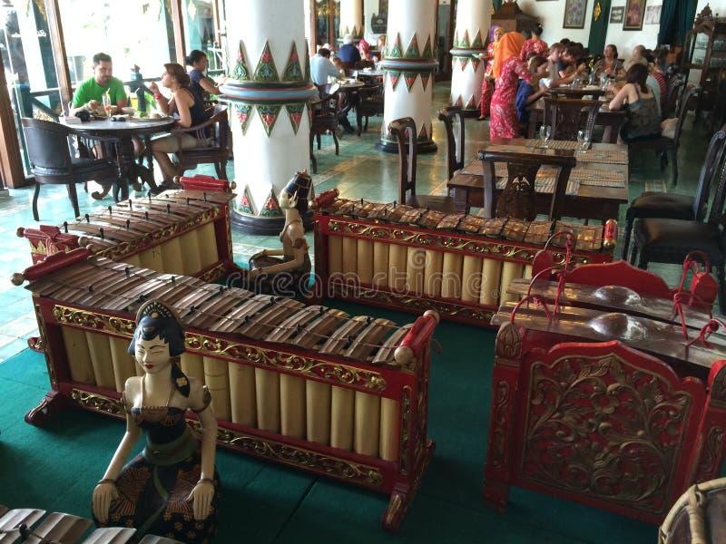 Индонезийская музыкальная маримба выстукивания любит аппаратуры стоковые фото