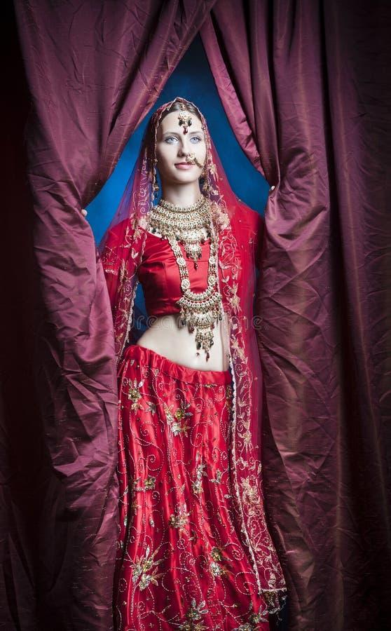 Индусская невеста готовая для замужества стоковое фото