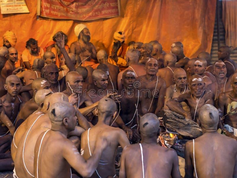 Индусская церемония на фестивале Kumbh Mela в Allahabad, Индии стоковая фотография rf