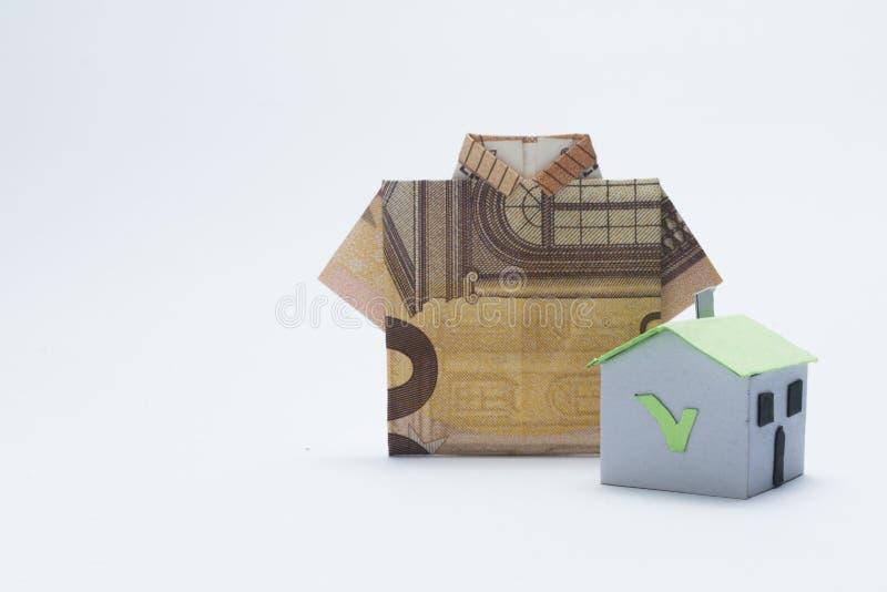 Ипотека и концепция займа: бумажный дом и банкнота евро 50 стоковая фотография rf