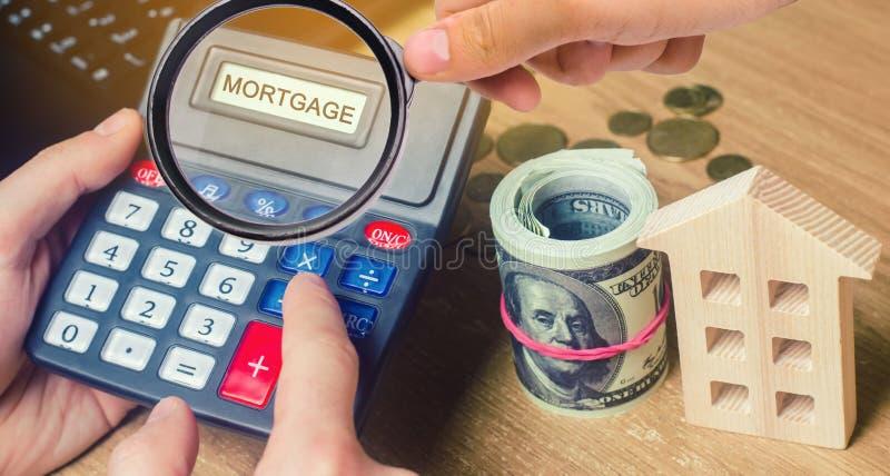 Ипотека надписи на калькуляторе Концепция высчитывать интерес на ссуде под недвижимость Ставки процента по закладной Покупающ дом стоковое фото rf