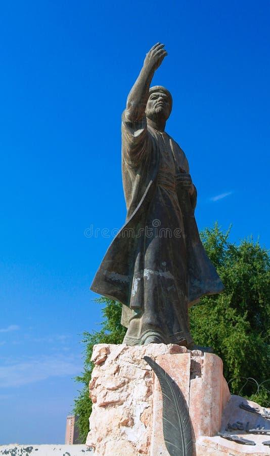 Иракская статуя al-Mutanabbi поэта в конце улицы Mutanabbi, Багдада, Ирака стоковые фото