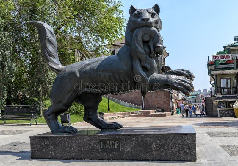 ИРКУТСК, РОССИЯ - 6-ОЕ ИЮЛЯ 2019: Символ сибирского тигра скульптуры Babr города Иркутска стоковое изображение