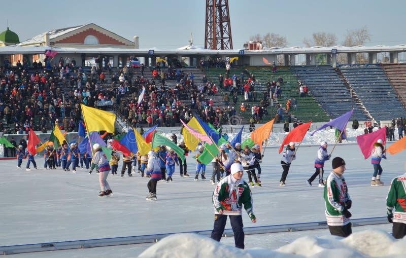 Иркутск, Россия - 23-ье февраля 2012: Парад команд на отверстии международного чемпионата дальше перебрасывается среди женщин стоковые изображения