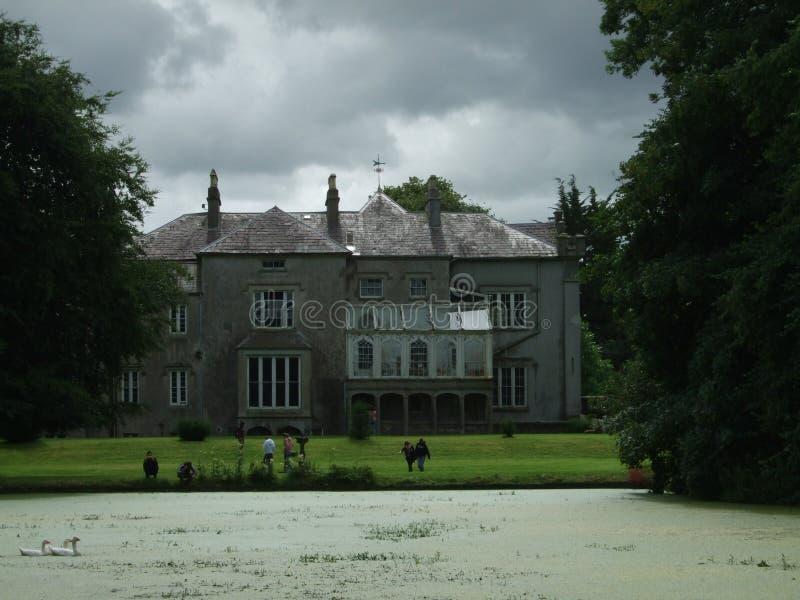 Ирландская Республика, историческое здание, славный взгляд, дом мечты, озеро стоковая фотография rf