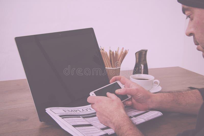 Искать для нового фильтра работы или занятости винтажного ретро стоковое фото