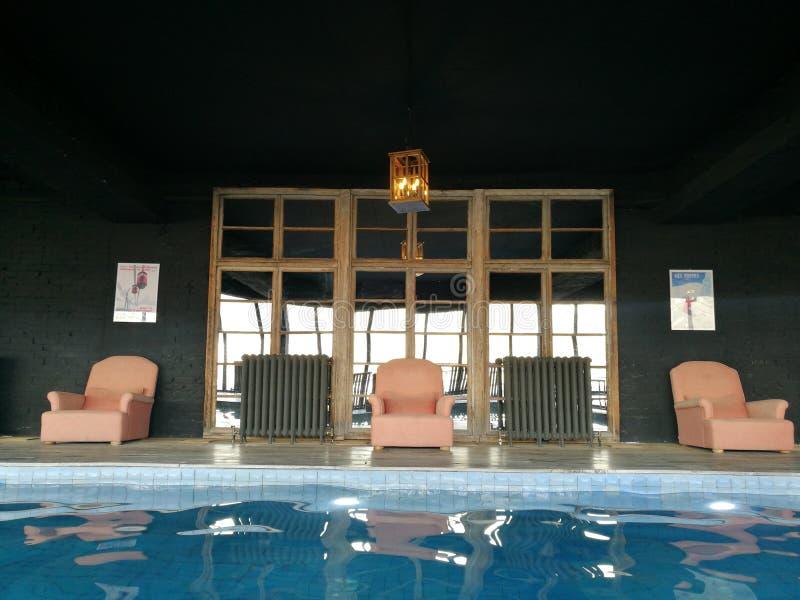 Исключительная гостиница зоны бассейна стоковая фотография rf