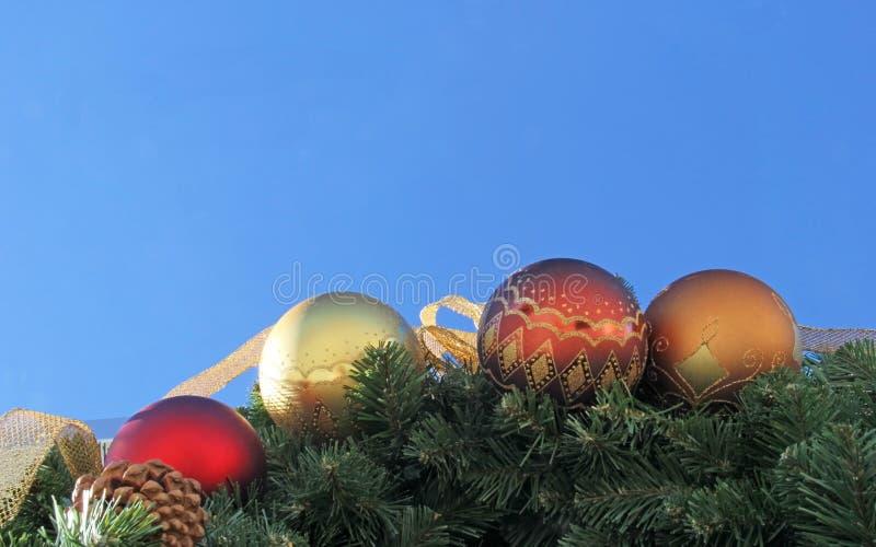 Download Искра ленты внешних орнаментов рождества золотая Стоковое Фото - изображение насчитывающей тесемка, evergreen: 40590704