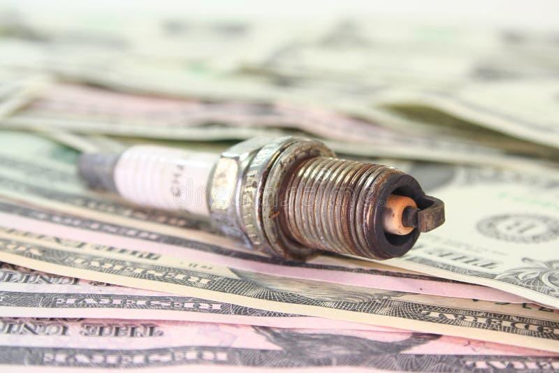 искра штепсельной вилки доллара счетов стоковая фотография