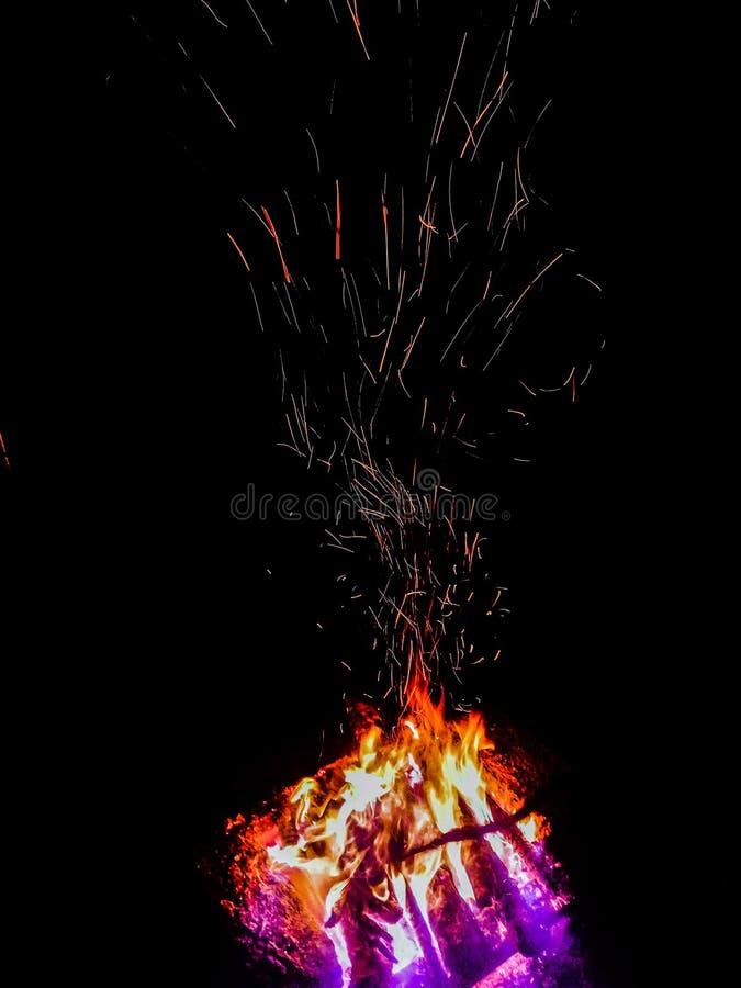 Искры пламени стоковые фотографии rf