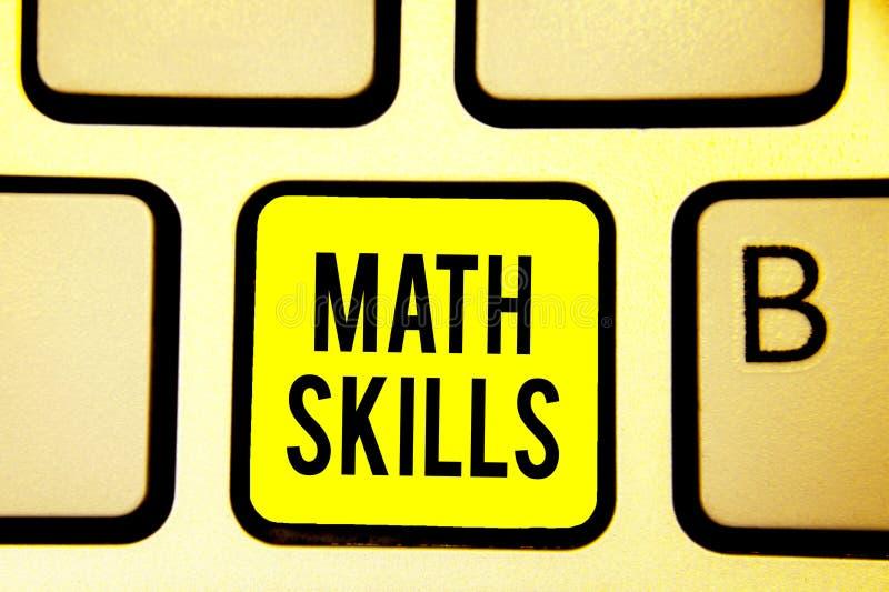 Искусства математики текста почерка Смысл концепции начиная выучить как подсчитать номера добавляет ключ i желтого цвета клавиату стоковые изображения
