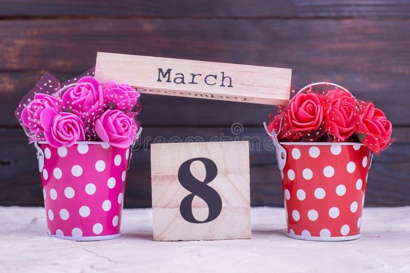 Искусственные цветки, календарь 8 -го март стоковая фотография