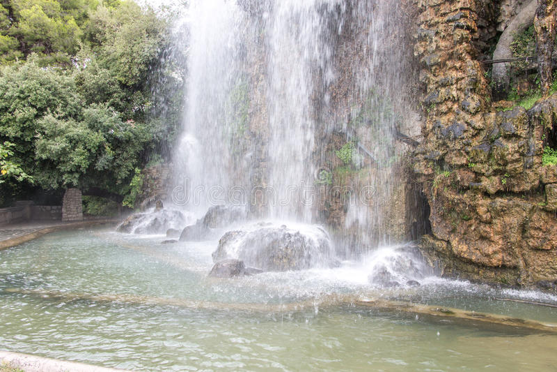 Искусственный водопад в славном C'ote D'azur стоковое фото rf