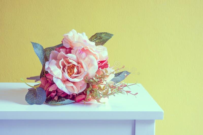 Искусственный розовый букет стоковые фотографии rf