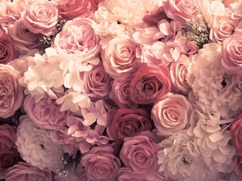 Искусственный тон букета цветков розы и гвоздики винтажный стоковые фотографии rf