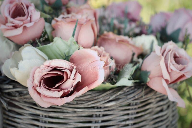 Искусственный цветок роз на красивом винтажном стиле стоковое изображение rf