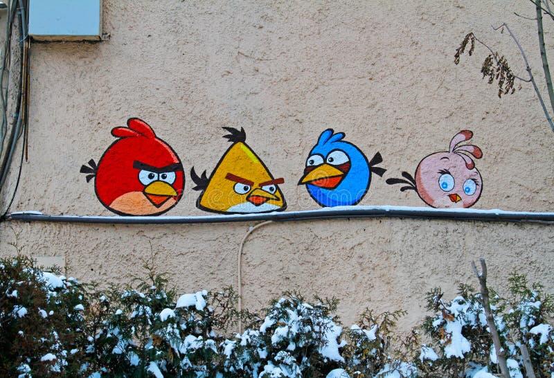 Искусство или граффити улицы с сердитыми птицами неопознанным художником стоковые изображения rf