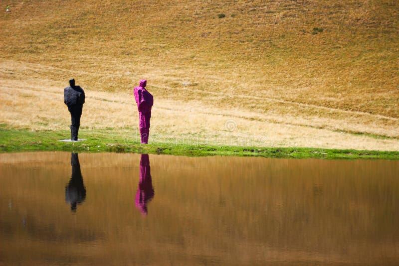 Искусство и природа около озера стоковые изображения rf